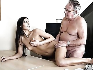 amateur Senior Citizen Struggling With Horny Boss babe blowjob